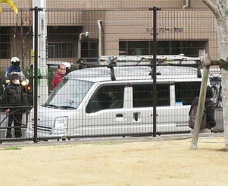 保釈後のカルロス・ゴーンが乗り込んだ車は日産車ではなくスズキの軽ワゴンだった
